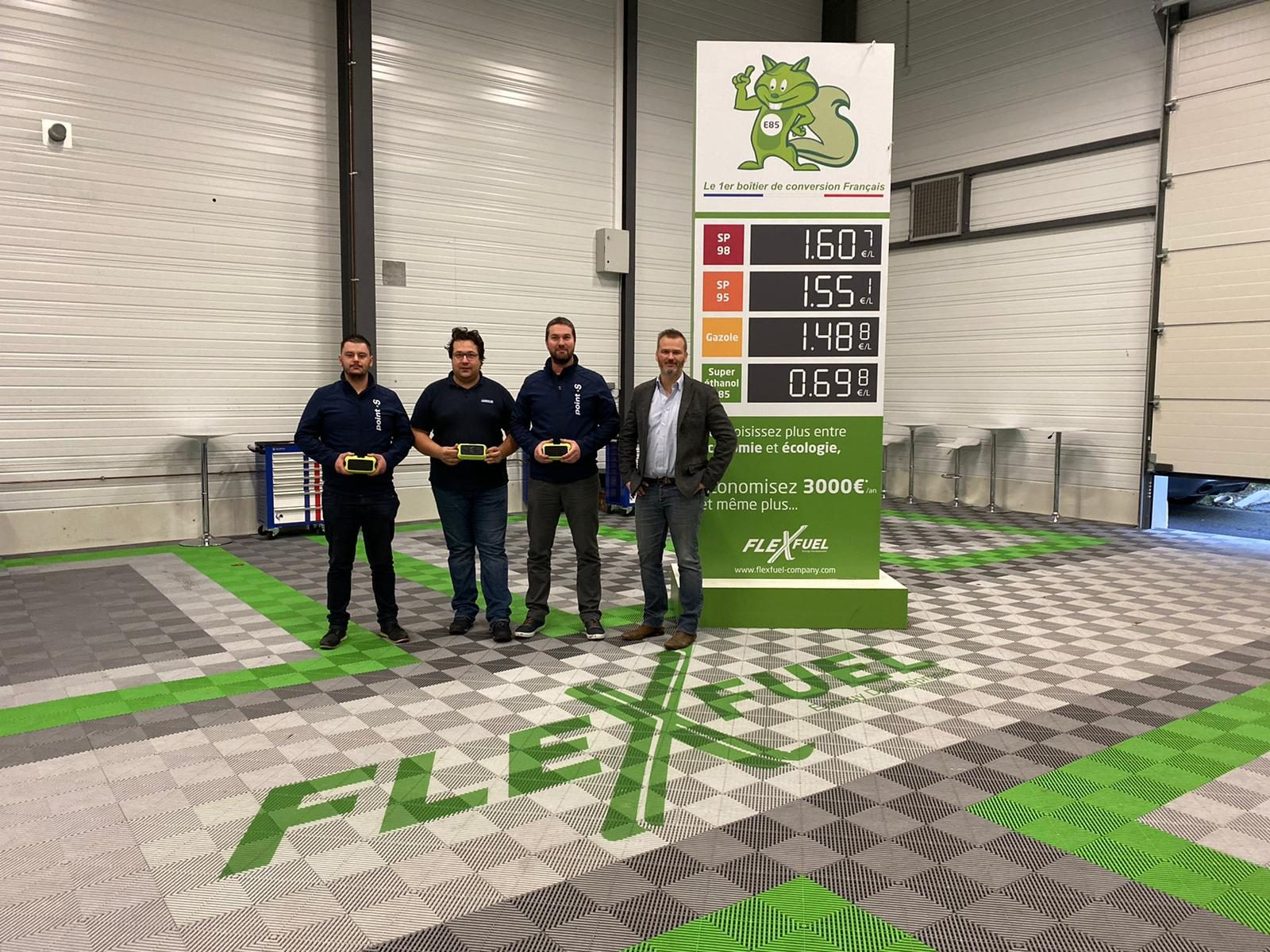 Photo officialisant le partenariat FlexFuel et Point S